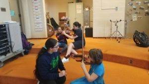 Kids play the violin.
